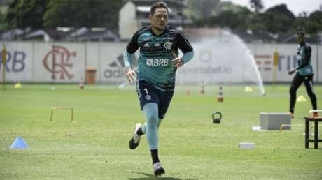 Diego Alves pode pintar contra o Goiás (Foto: Alexandre Vidal/CRF)