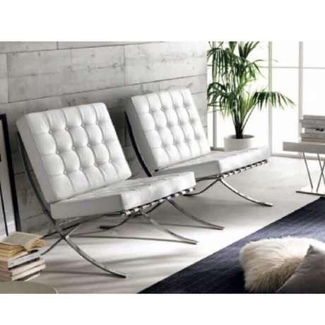 13. Decoração clean com poltrona de couro branco – Foto: Pinterest