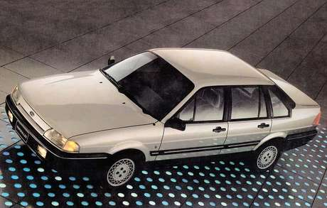 Ford Versailles: logotipo da Ford num autêntico Volkswagen levou à perda da identidade.