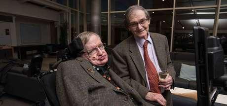 Roger Penrose e um colega.