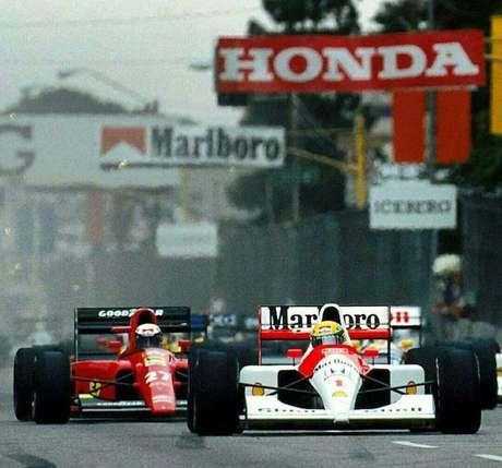 Senna, à frente de Prost na corrida de estreia, o GP dos EUA.