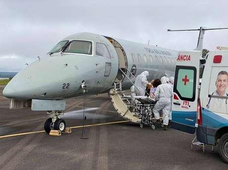Estimativa do governo de Amazonas é que até 700 pacientes sejam transferidos para oito capitais nos próximos dias
