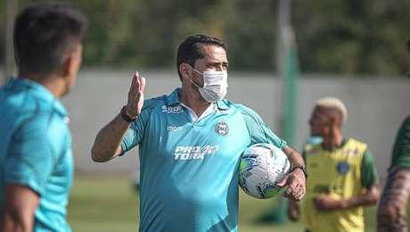 Técnico Gustavo Morínigo fará sua estreia à beira do campo pelo Coritiba