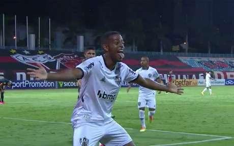 Com show de Keno, o Galo venceu o duelo, que teve sete gols em Goiânia-(Reprodução)