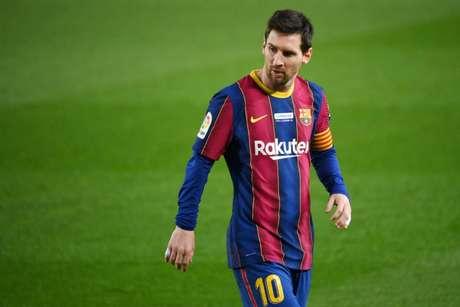 Lesionado, Messi pode ficar de fora da decisão da Supercopa da Espanha (Foto: LLUIS GENE / AFP)