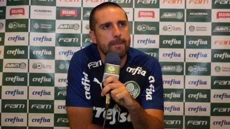 João Martins exaltou grande primeiro tempo do Verdão, em coletiva de imprensa (Foto: Reprodução)