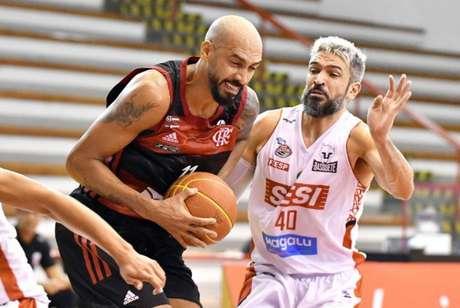 Marquinhos fez grande partida contra o Sesi Franca (Foto: João Pires/LNB)
