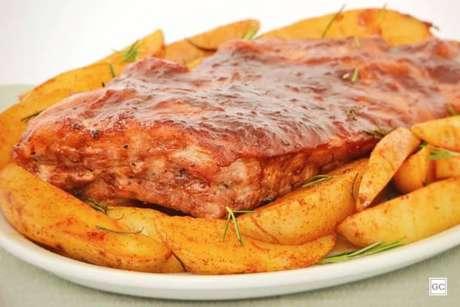 Guia da Cozinha - Costelinha suína com molho barbecue e batatas rústicas