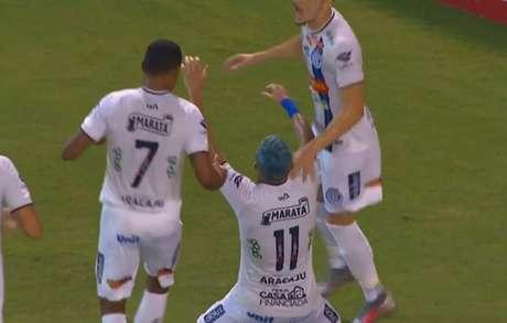 Gol da vitória do time sergipano foi marcado por Reis (Reprodução/Premiere)