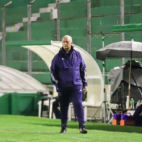 Felipão não poupou o time e disse que o elenco atual não tinha qualidade para conseguir o acesso-(Igor Sales/Cruzeiro)