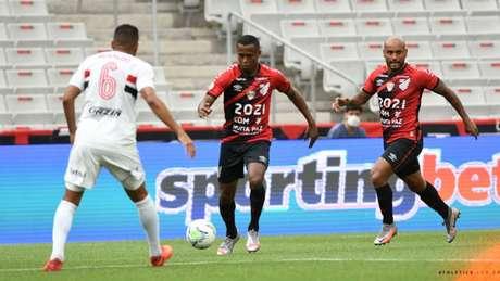 CAP chegou a quinta partida sem perder, e São Paulo a terceira sem vencer (Foto: Mauricio Mano/athletico.com.br)