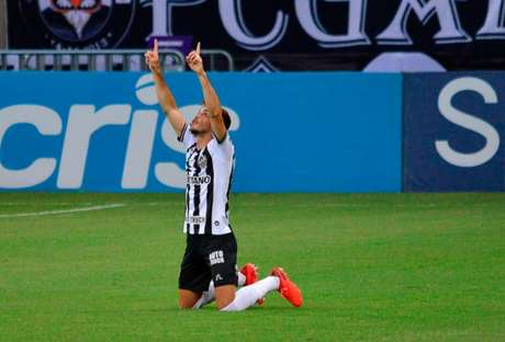 Hyoran marcou o gol mais bonito no triunfo sobre o Dragão, no Mineirão-(Foto: Paulo Ti/Photo Premium)