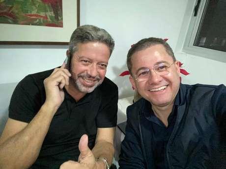 Cezinha da Madureira (PSD-SP) ao lado de Arthur Lira (PP-AL); deputado declarou apoio ao candidato do Planalto.