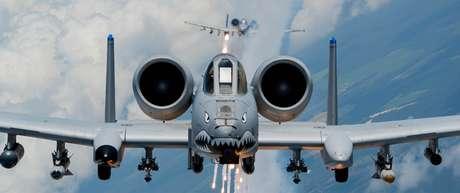 Um A-10 usando a tradicional pintura dos Tigres Voadores