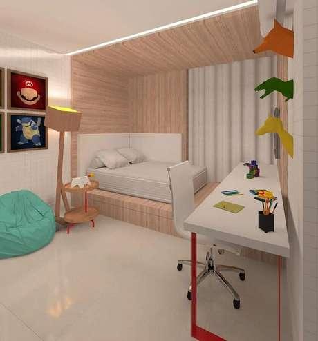 13. Decoração clean para quarto com bancada de trabalho e puff fofão colorido verde água – Foto: Dauster Arquitetura