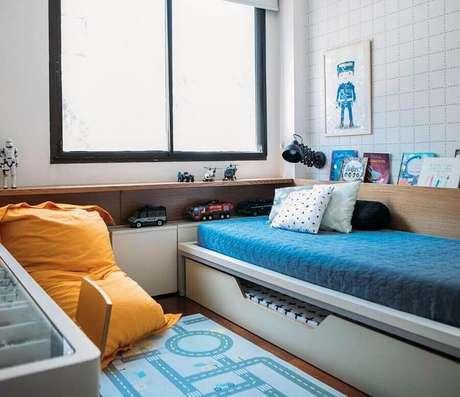 16. O puff fofão colorido pode deixar seu quarto mais confortável e divertido – Foto: Pinterest