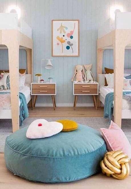 18. Puff redondo colorido para decoração de quarto infantil – Foto: Jeito de Casa