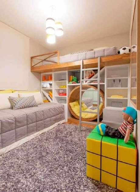 19. Decoração divertida com puff colorido para quarto infantil planejado – Foto: Pinterest
