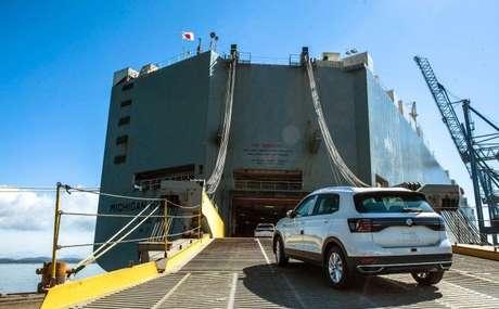 Líder no segmento SUV no Brasil e na Argentina em 2020, Volkswagen T-Cross embarca rumo a sete países africanos.