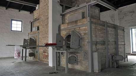 O crematório do campo de Ravensbrück: assassinatos continuaram até a libertação