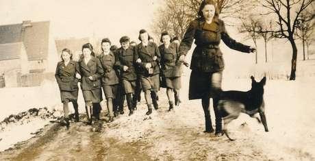 Guardas mulheres em Ravensbrück, na Alemanha, em foto tirada por volta de 1940