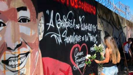 Garotos do Ninho foram homenageados com mural grafitado próximo ao Maracanã (Foto: Matheus Dantas)