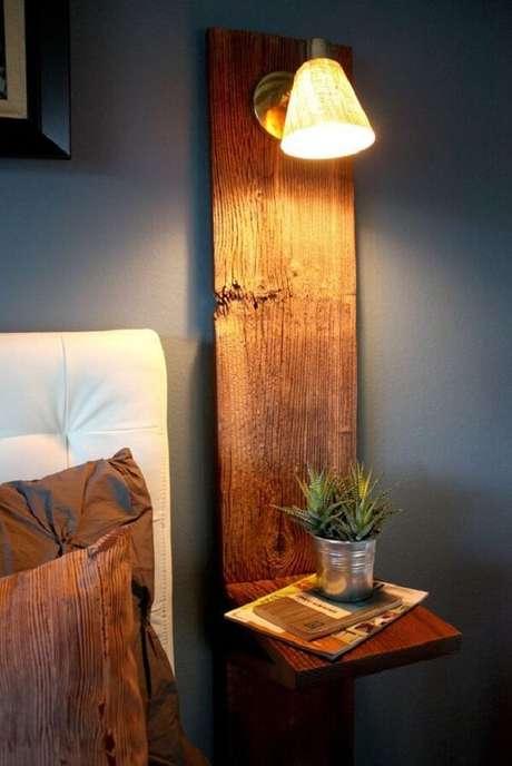 6. A estrutura da arandela de madeira também serve de apoio para objetos decorativos. Fonte: Pinterest