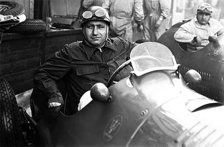 O piloto argentino Juan Manuel Fangio conquistou o primeiro de seus cinco títulos da F1 na Alfa Romeo, em 1951
