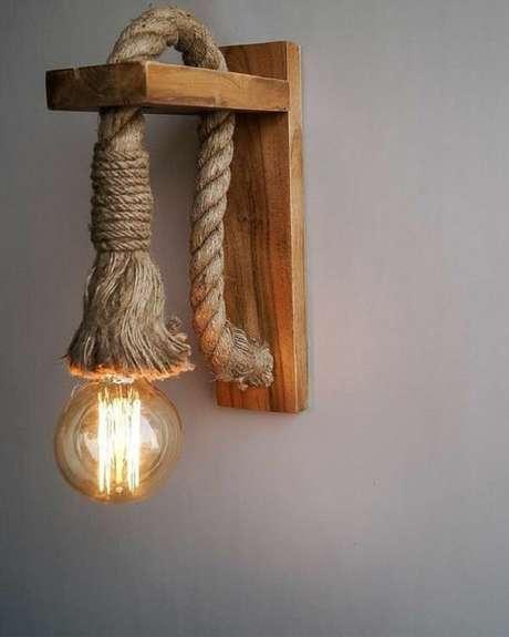 33. Arandela de madeira feita com corda. Fonte: Pinterest
