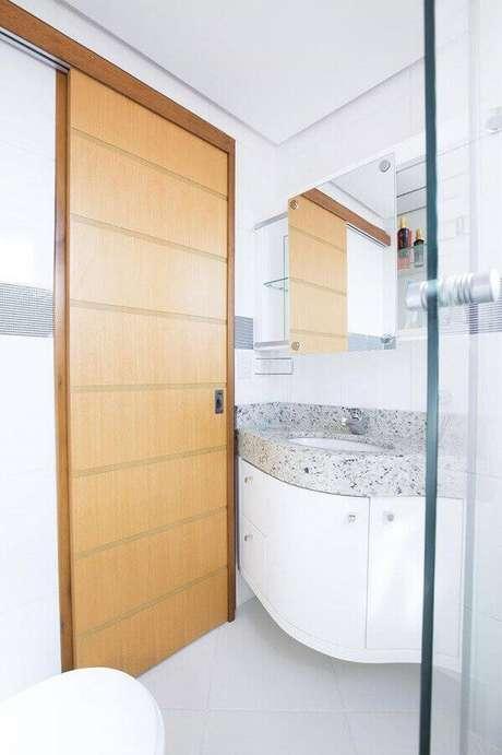 11. Banheiro pequeno planejado com porta de correr – Via: Camila Chalon