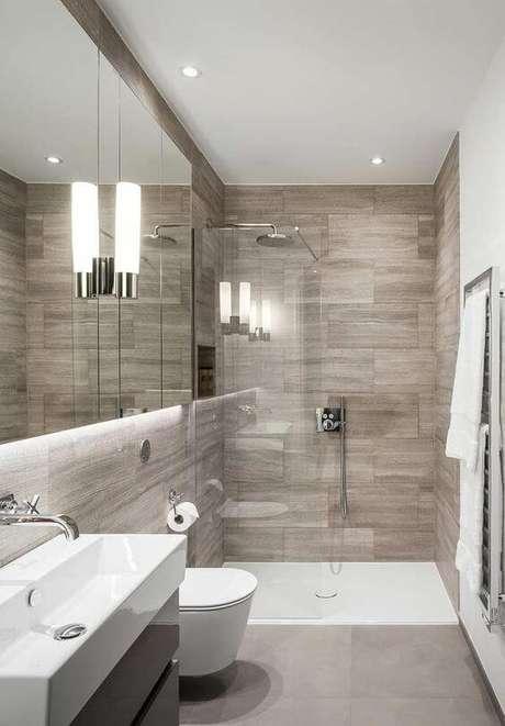 3. Banheiro pequeno sem janela e decoração chique – Via: Arkpad