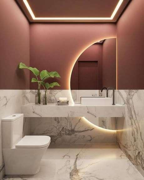 7. Banheiro sem janela decorado com mármore – Via: Dia de Beaute