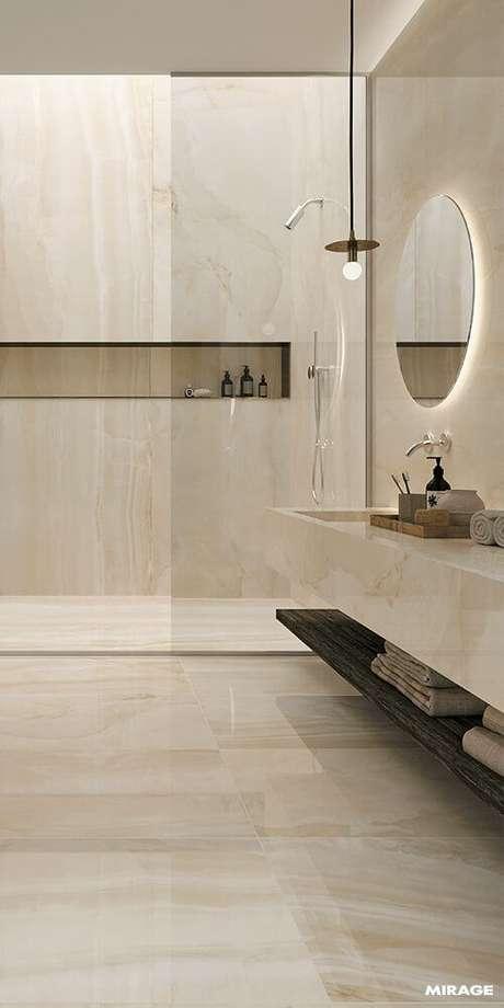 21. Banheiro sem janela com espelho redondo iluminado – Via: Revista VD