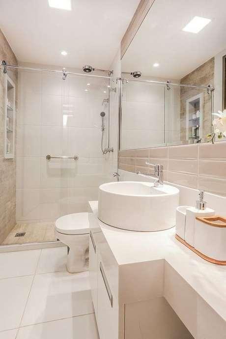 22. Banheiro sem janela branco – Via: Habitissimo