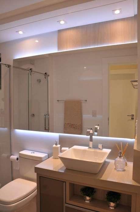 25. Espelho iluminado para banheiro sem janela – Via: Homify