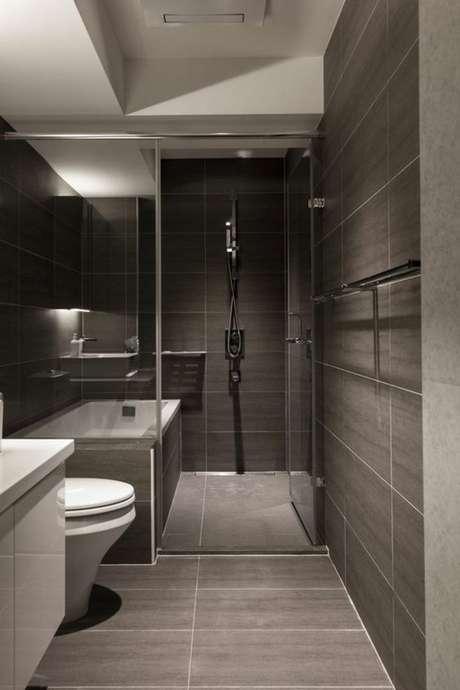 31. Banheiro sem janelas em cinza – Via: Pinterest