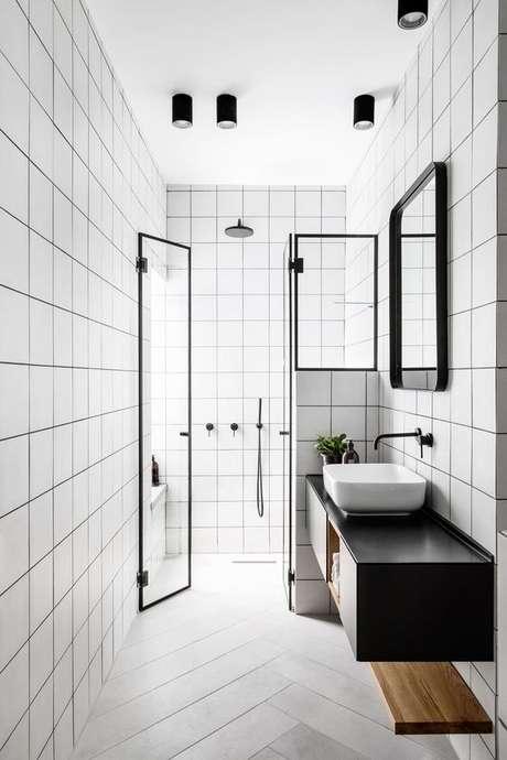 33. Banheiro preto e branco sem janela – Via: Design Milk