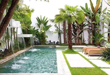 56- O paisagismo da área de lazer utilizou a cascata para piscina em tamanhos, larguras e alturas diferentes. Fonte: Arquited