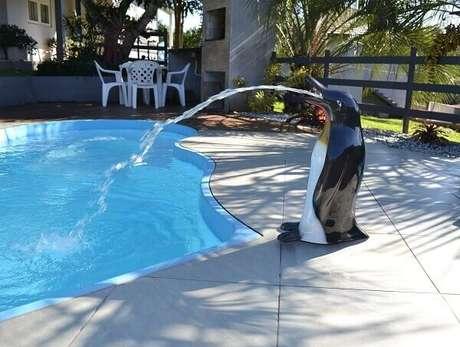 68- A cascata para piscina de fibra infantil utiliza personagens como acessórios. Fonte: Pinterest
