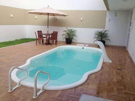 9- Cascata para piscina em fibra modelo onda. Fonte: Tua Casa