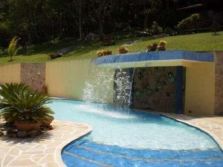 40- A cascata para piscina tem a saída de água da estrutura de alvenaria. Fonte: Tripadvisor