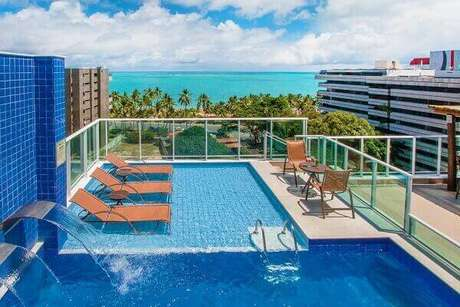 11- A cascata par a piscina ajuda no processo de oxigenação da água. Fonte: Hotel Tambaqui