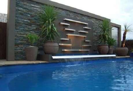 52- A cascata para piscina tem design moderno e elegante Fonte: Pinterest