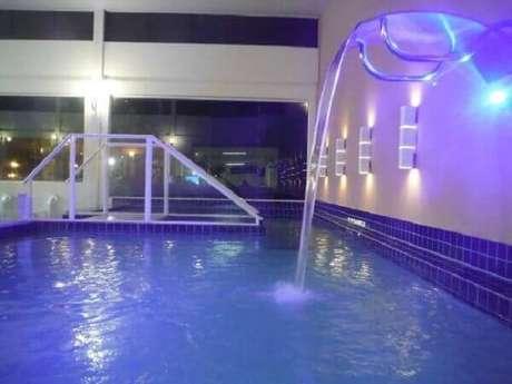 59- A cascata para piscina coberta tem efeito de iluminação Fonte: TripAdivisor