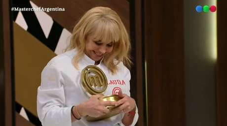 Claudia se tornou favorita no 'MasterChef' com famosos argentinos após a repercussão planetária da morte de Maradona