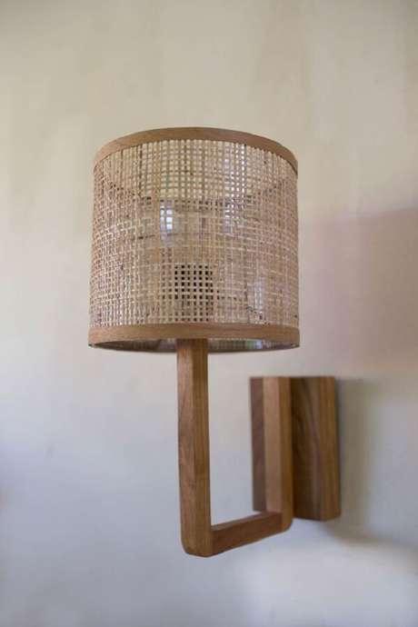 26. Decora o seu ambiente com a arandela de madeira. Fonte: Pinterest