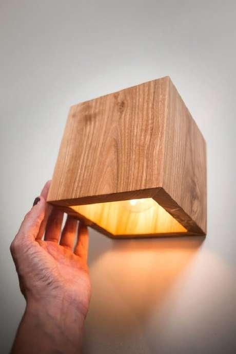 1. Decore seu ambiente interno com lindos modelos de arandela de madeira. Fonte: Etsy
