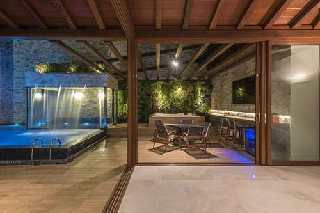 69- Elabora um lindo projeto luminotécnico na área de lazer com piscina. Projeto por Andréa Buratto