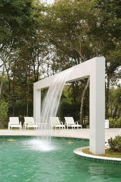 61- O céu é o limite quando pensamos em cascatas para piscinas. Projeto por Gislene Lopes