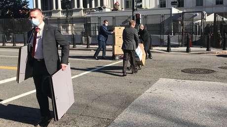 A limpeza dos escritórios da Casa Branca faz parte de uma tradição da transição presidencial de séculos